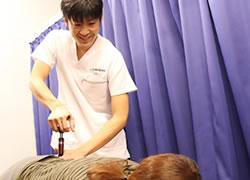 京都府宮津市よこまち鍼灸整骨院の坐骨神経電気治療の写真