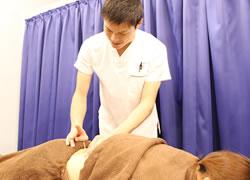 京都府宮津市 よこまち鍼灸整骨院の鍼灸施術風景